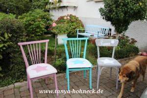 Stuehle bemalt mit Kreidefarben von Autentico. Chalk Paint Versante Matt in den Farben Purple Rain, Bright Turquoise und French Grey