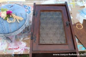 Kleiner Hängeschrank vor dem Bemalen mit Kreidefarben von Autentico chalk paint
