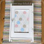 Kreidefarben Vintage Schrank, Weiß mit Punkten in Pastellfarben
