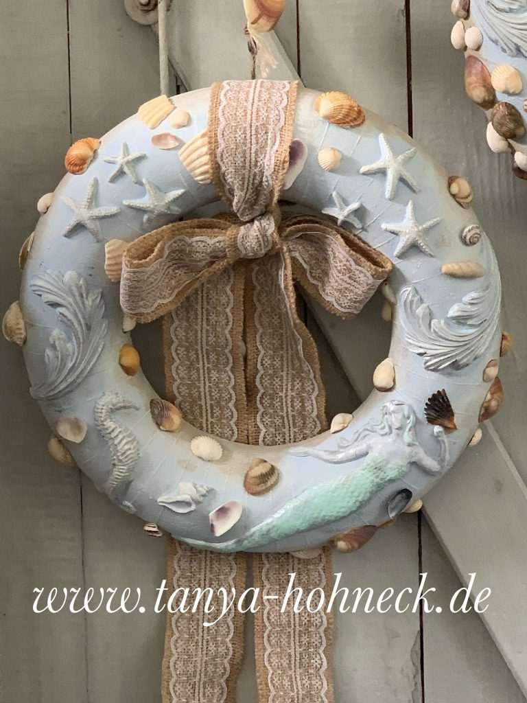 Anleitung, Tutorial, video, Kranz basteln DIY Kreativ mit IOD Iron Orchid Designs moulds SEA SHELLS, ACANTHUS SCROLL, SEA SISTERS, Meerjungfrauen, Papierlehm, Bastelidee